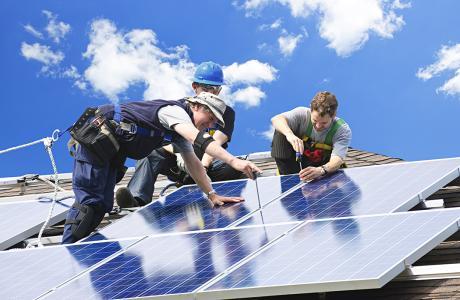 Consumidores estão investindo em energia solar para driblar mais um aumento de energia